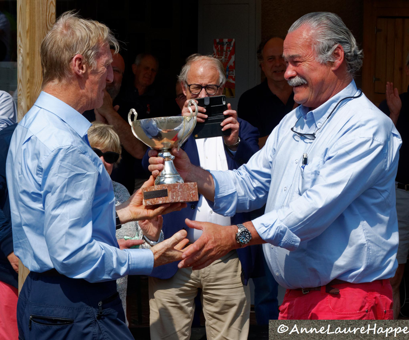 Kieran McLernan receiving the 2018 Senior Grand Masters Celtic Cup - photograph by Anne-Laure Happe