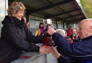 Alan Auld receives 2013 Celtic Cup from Jane Wheeler
